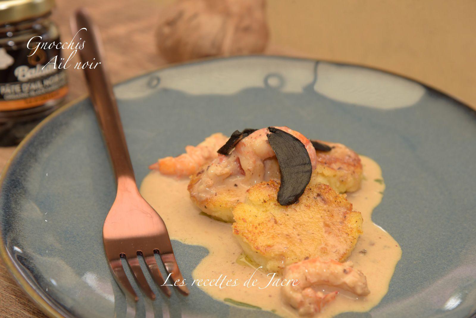 Gnocchis à la crème d'aïl noir et langoustines poêlées