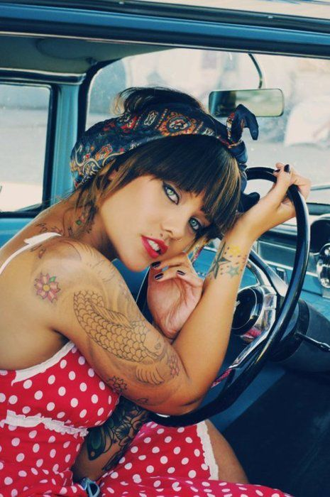 Femme - Brune - Sexy - Tatouages - Picture - Free