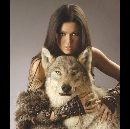 Femme - Brune - Loup - Picture - Free