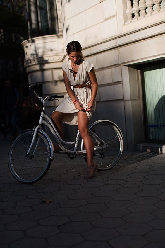Femme - Brune - Sexy - Vélo - Picture - Free