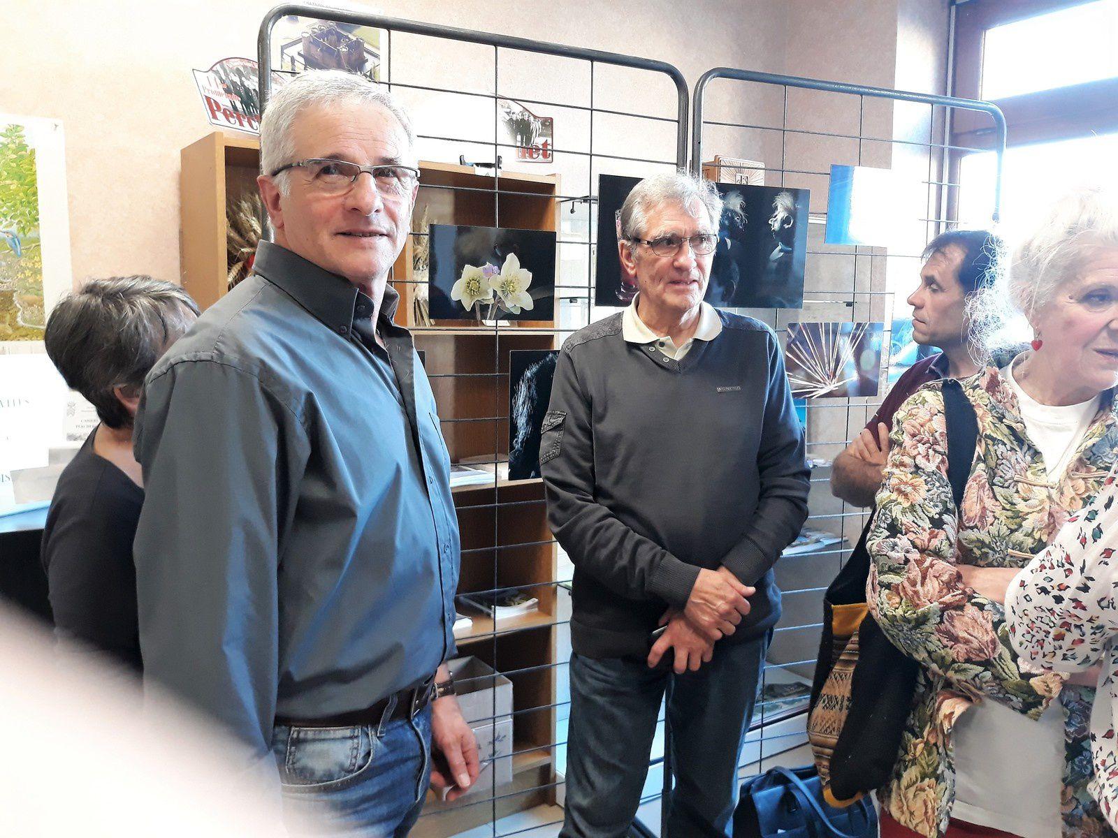 Michel CONTREPOIDS au premier plan lors de l'exposition - Crédit photos: Gérard LEGRET