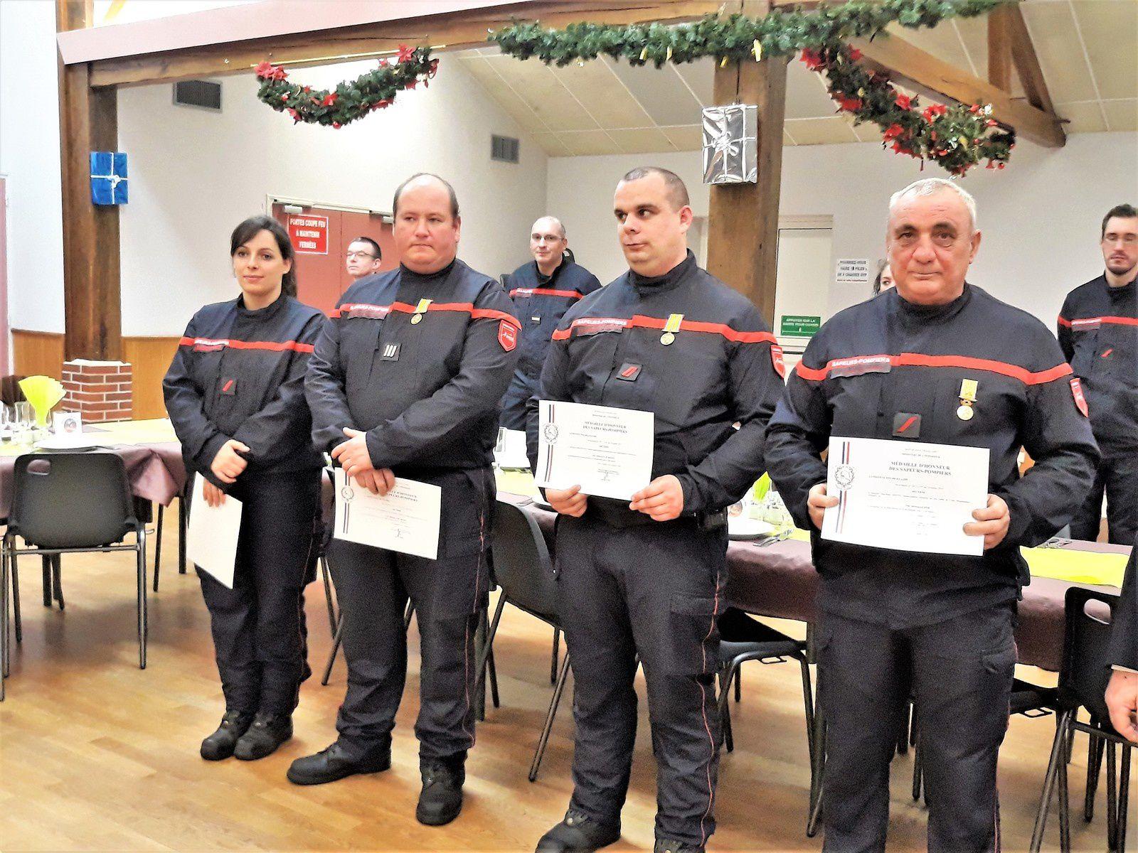 La médaille d'honneur pour Florian, Julien, et Jean-Pierre