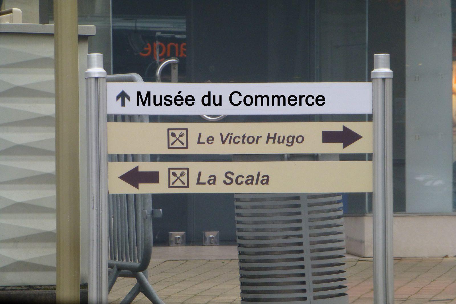 Ah oui, c'est nouveau, ça vient de sortir. Comme l'avenue de la République sera la seule rue à posséder des commerces, la ville de Vierzon a balisé le parcours au cas où un touriste s'y égarerait !