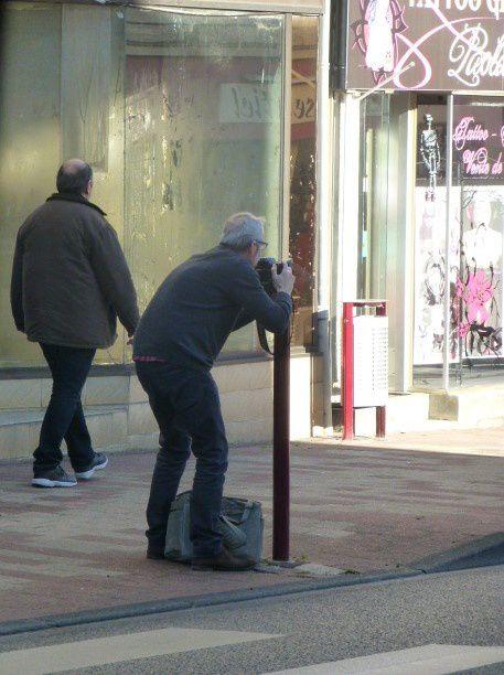 Ciel, un paparazzi dans les rues de Vierzon, hop, pris à son propre piège ! (Ici avenue de la République).
