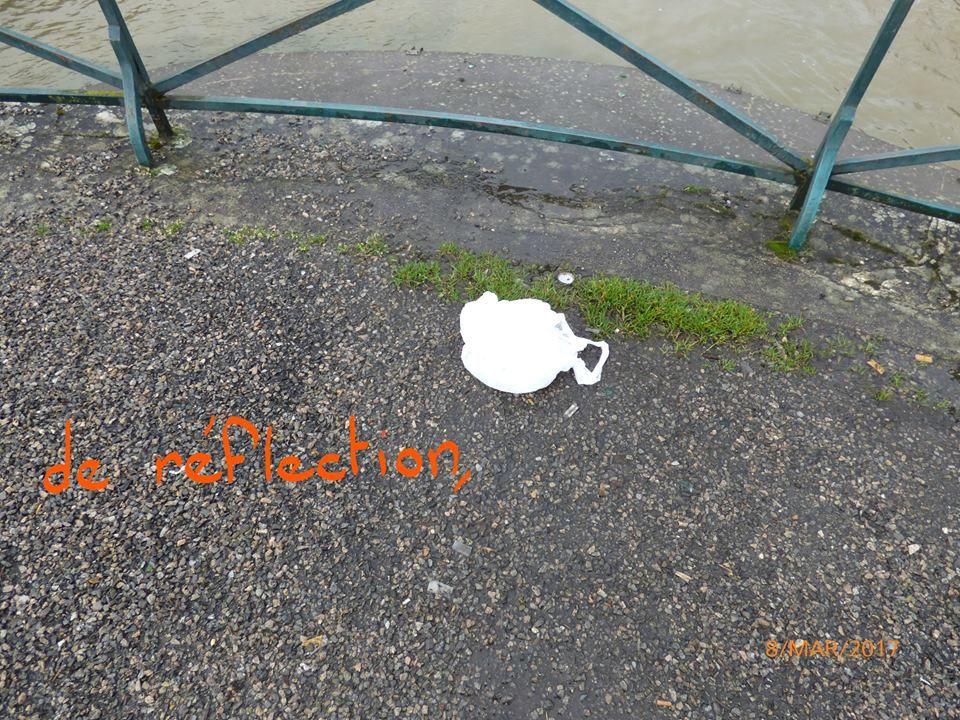 Les bords du canal n'échappent aux déchets non plus...