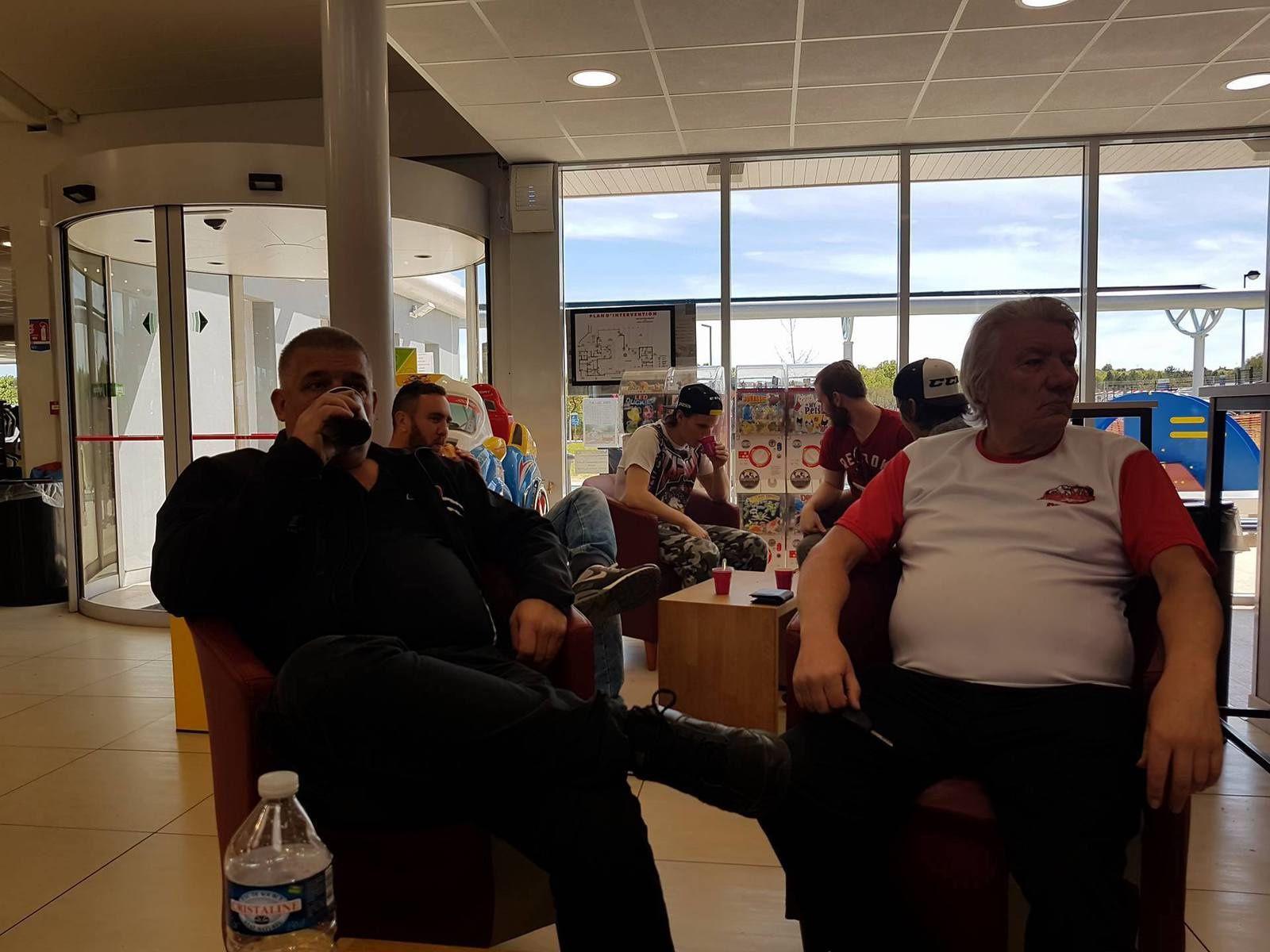 Les Prédateurs ont fait une pause à Brives avant d'arriver à Toulouse. Ils devraient y être vers 17 heures.