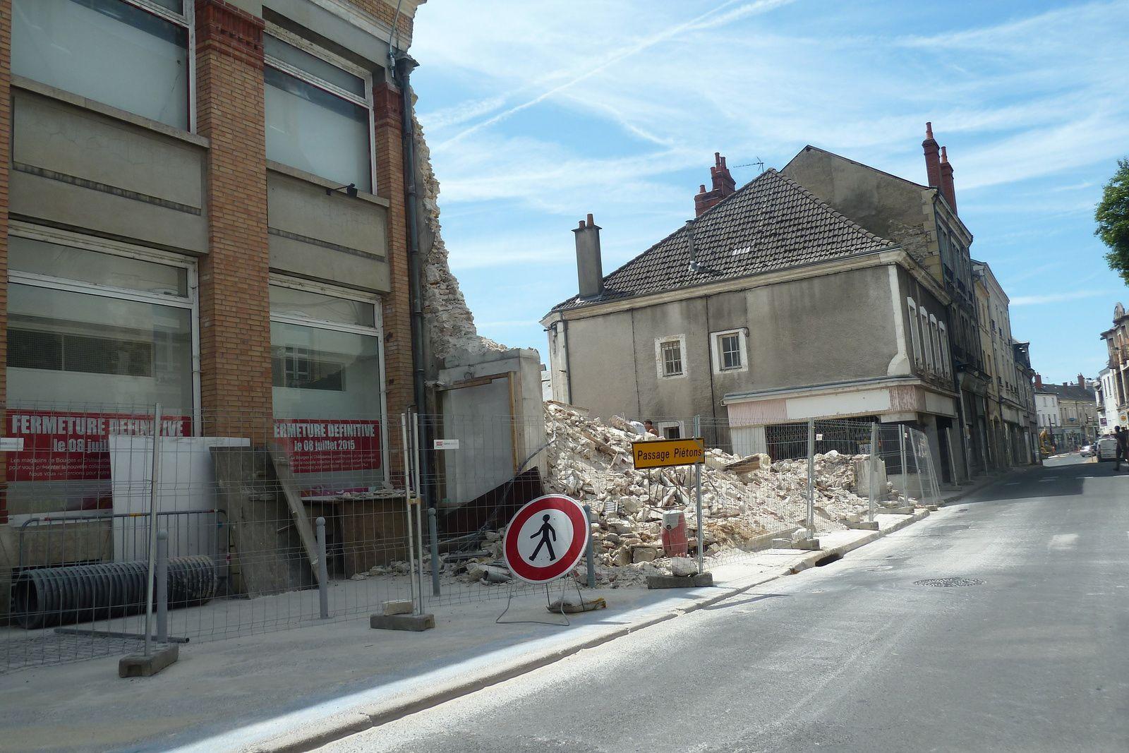 En passant rue Armand Brunet...