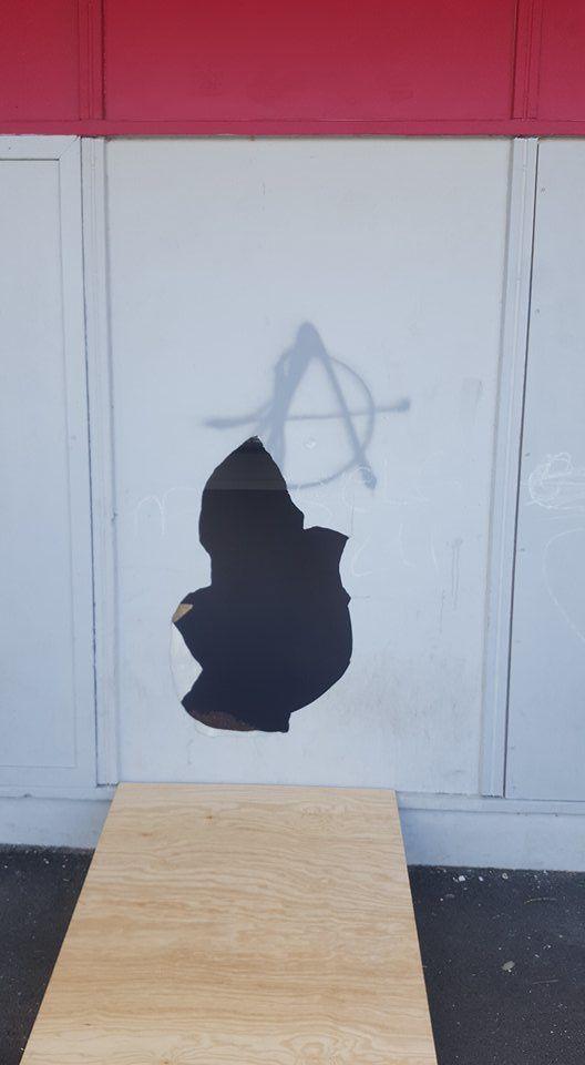 Et un, deux, trois, quatre cinq, le gymnase Henri-Sellier vandalisé pour la cinquième fois !