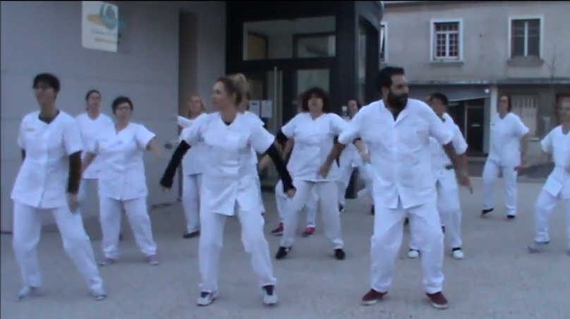 Le flash-mob du personnel de l'hôpital de Vierzon