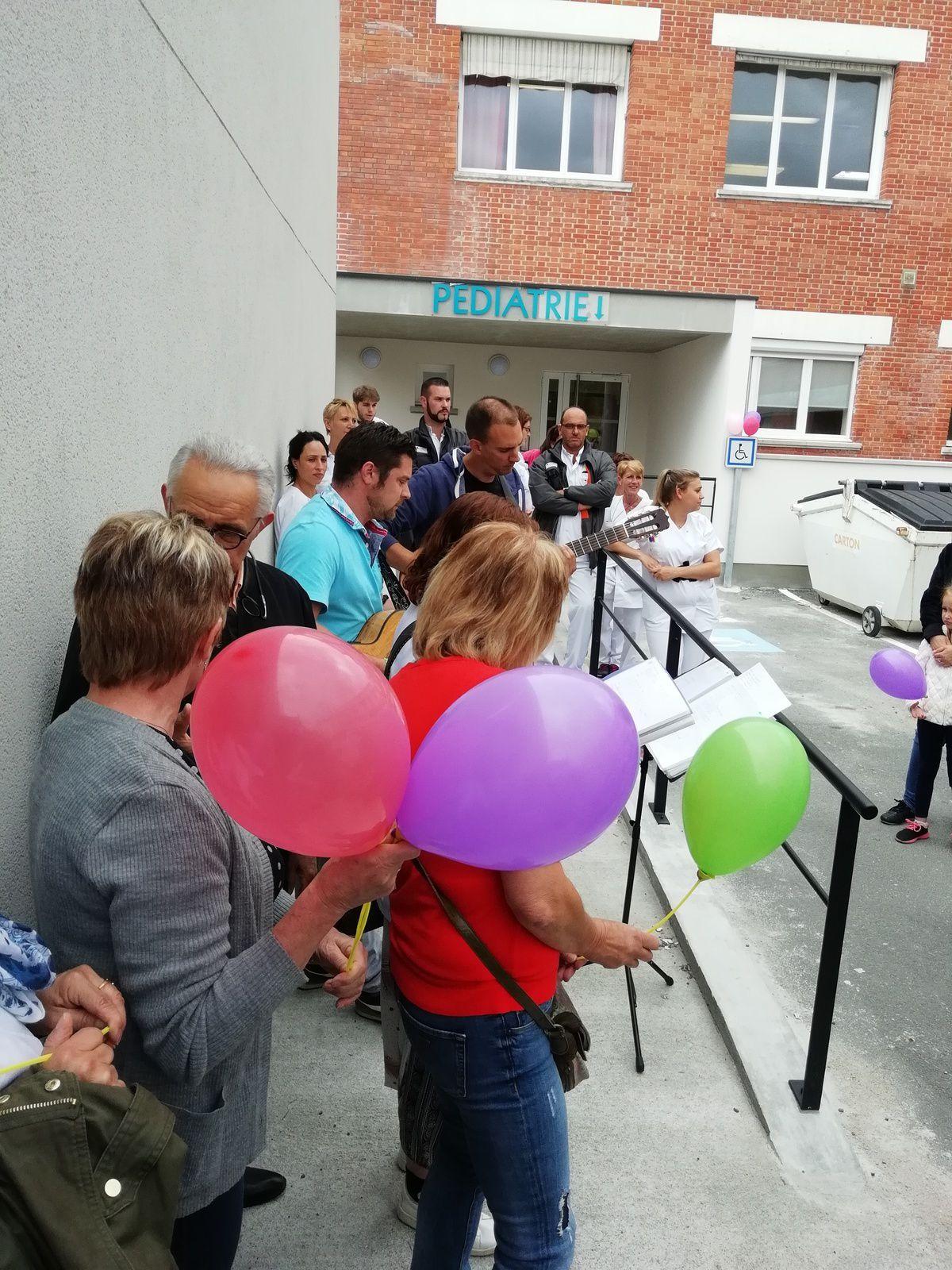 Hôpital : la marche des ballons