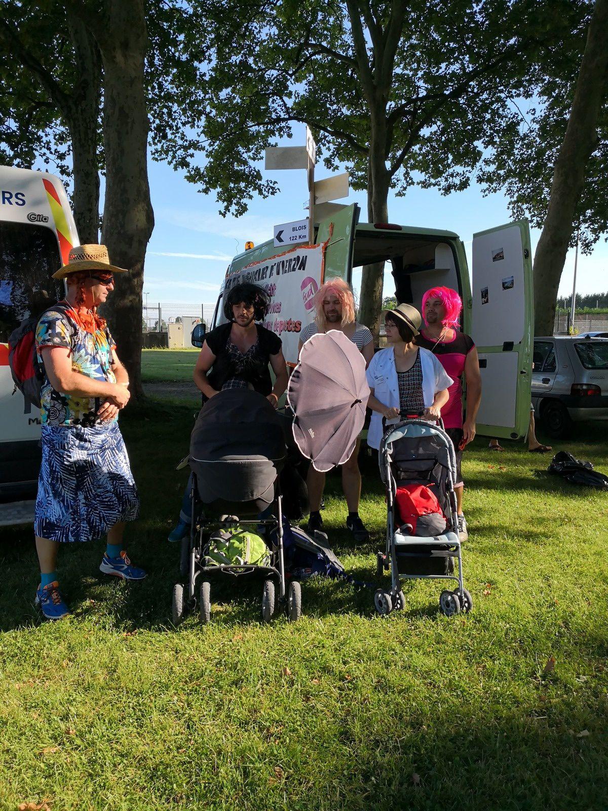 Hôpital : la marche des femmes enceintes est repartie de Mehun pour Bourges