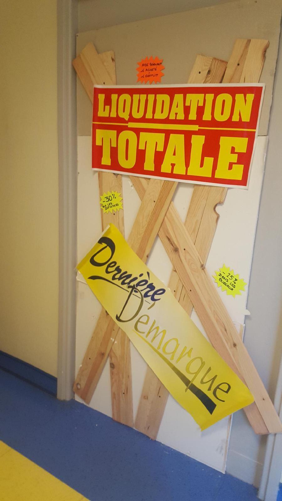 Mardi 26 juin : le bureau du directeur est barricadé...