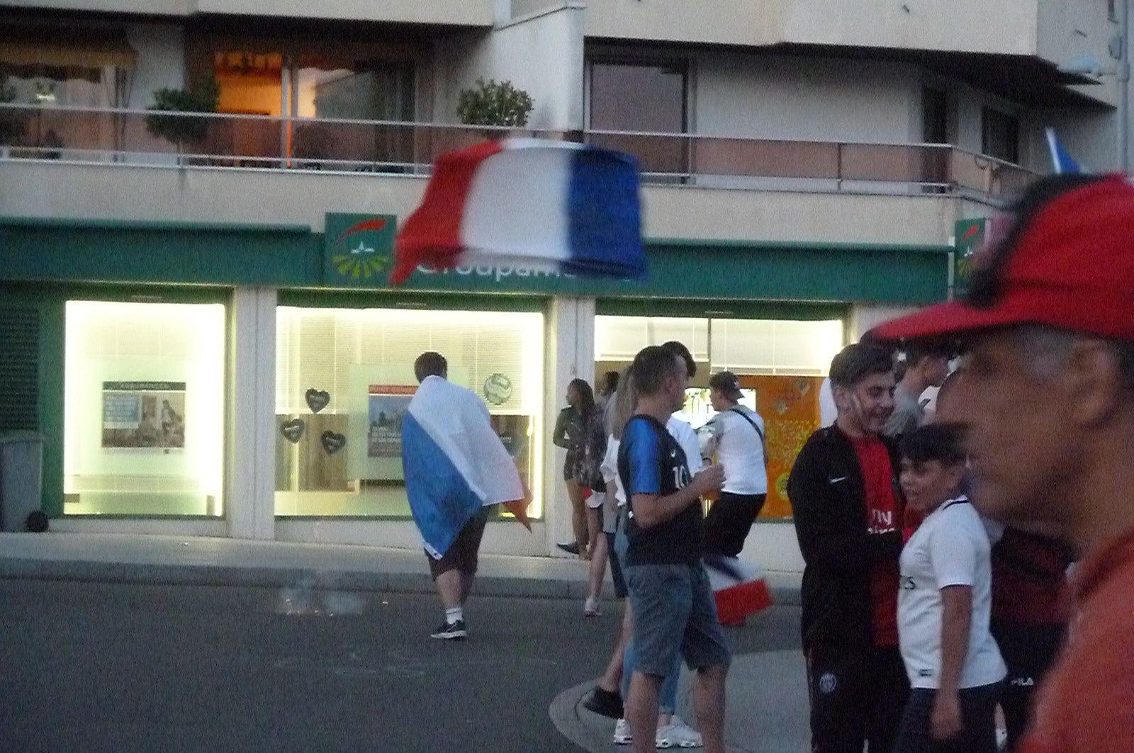 Les Vierzonnais ont fêté la victoire des Bleus dans la rue !