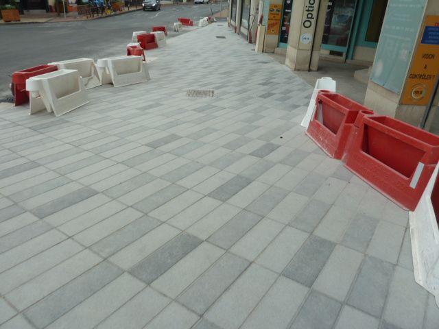 On a marché sur les nouveaux trottoirs de la rue Armand Brunet ! Le pied !