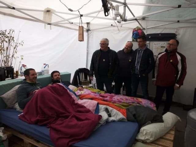 SUD PTT DU CHER sont venus rencontrer et soutenir les deux agents hospitaliers. Photo issue de la page Facebook de l'intersyndicale