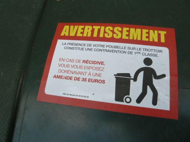 Les avertissements contre les poubelles-tampons ne sont pas efficaces