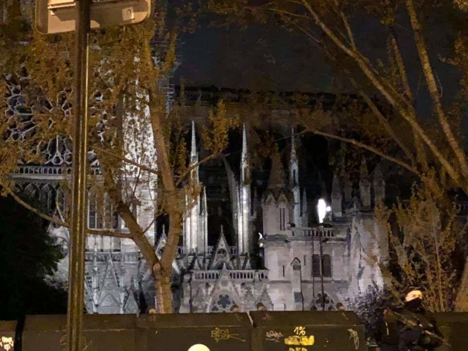 La députée Nadia Essayan s'est rendue dans la nuit à Notre Dame de Paris