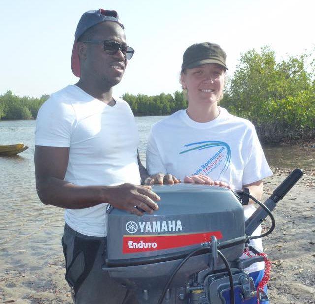 Une nageuse et une association vierzonnaise offrent un moteur de pirogue au Sénégal