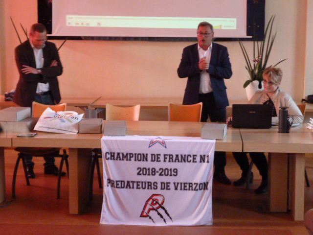 Les Prédateurs ont été reçus en mairie : Vierzon fière de ses champions