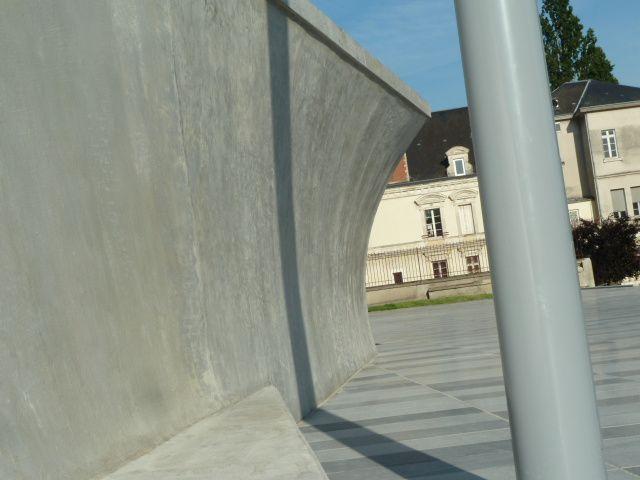 On a marché sur la place Jacques Brel