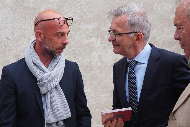 David du groupe Fernand offre son CD au président de la région Centre-Val-de-Loire, François Bonneau