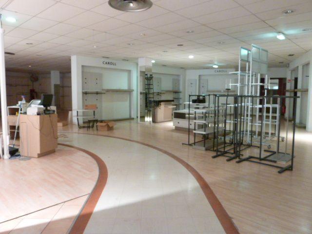 Les Galeries : un grand et triste vide....