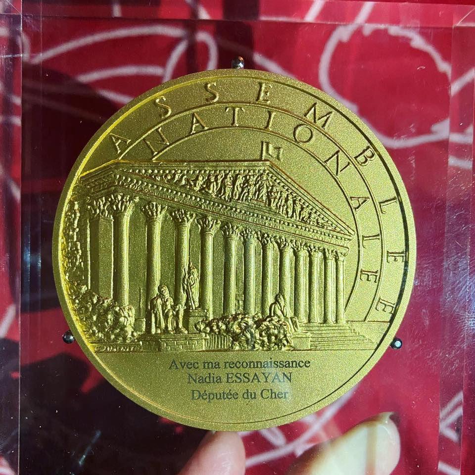 Les Medleys'Dies reçoivent la médaille d'or de l'Assemblée nationale
