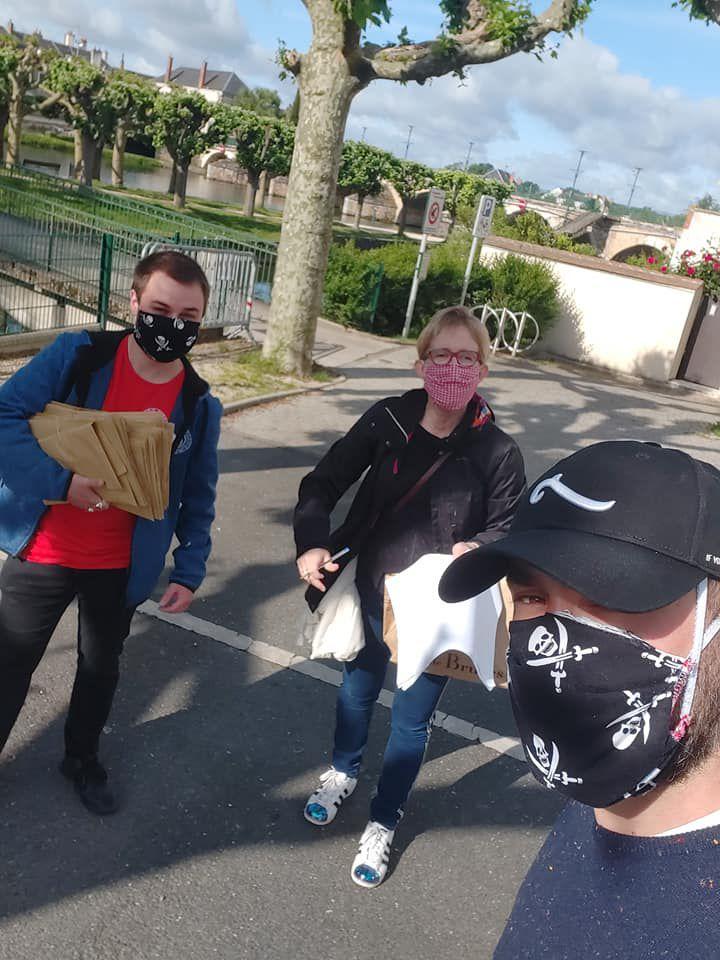 Elus et agents municipaux continuent la distribution des masques aux Vierzonnais