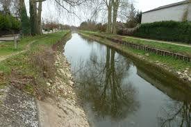 Parcs et jardins ouverts, promenades le long du canal autorisées, aires de jeux fermés