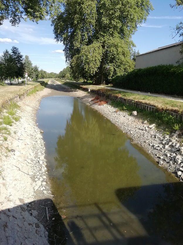 1) Vive le tourisme à Vierzon : le canal au pré d'Anet