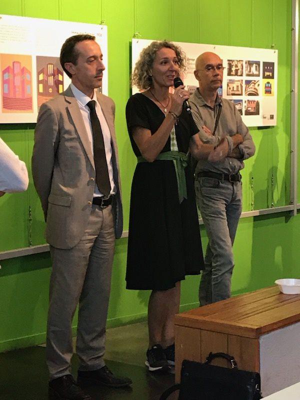 Cécile Singh, présentant la filière STD2A ( Arts Appliqués ) de Jean Lurçat et expliquant le process du projet pédagogique, entourée de son collègue Patrice Deixonne et de Mr le Proviseur.