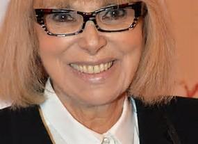 """Mireille Darc - Toulon 1938 - Paris 2017. L'envol de """"La grande sauterelle"""" ..."""
