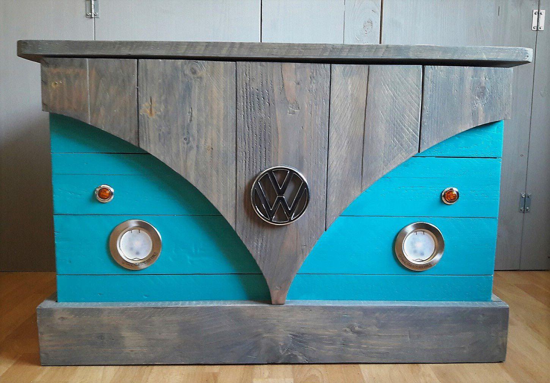 coffre vw kombi le coffre en bois de palettes coffre jouets mini bar table basse. Black Bedroom Furniture Sets. Home Design Ideas
