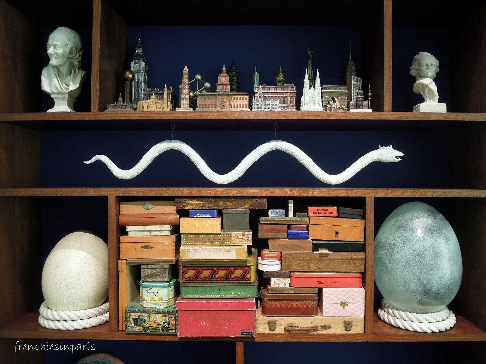 Kader Attia; le grand miroir du monde // Marc Dion; between Voltaire and Poe // Luis Enrique López-Chávez; la Educacion sentimentale // Sam Falls; Untitled // ?? // ?? // Loris Cecchini; WaterBones // En haut: ??