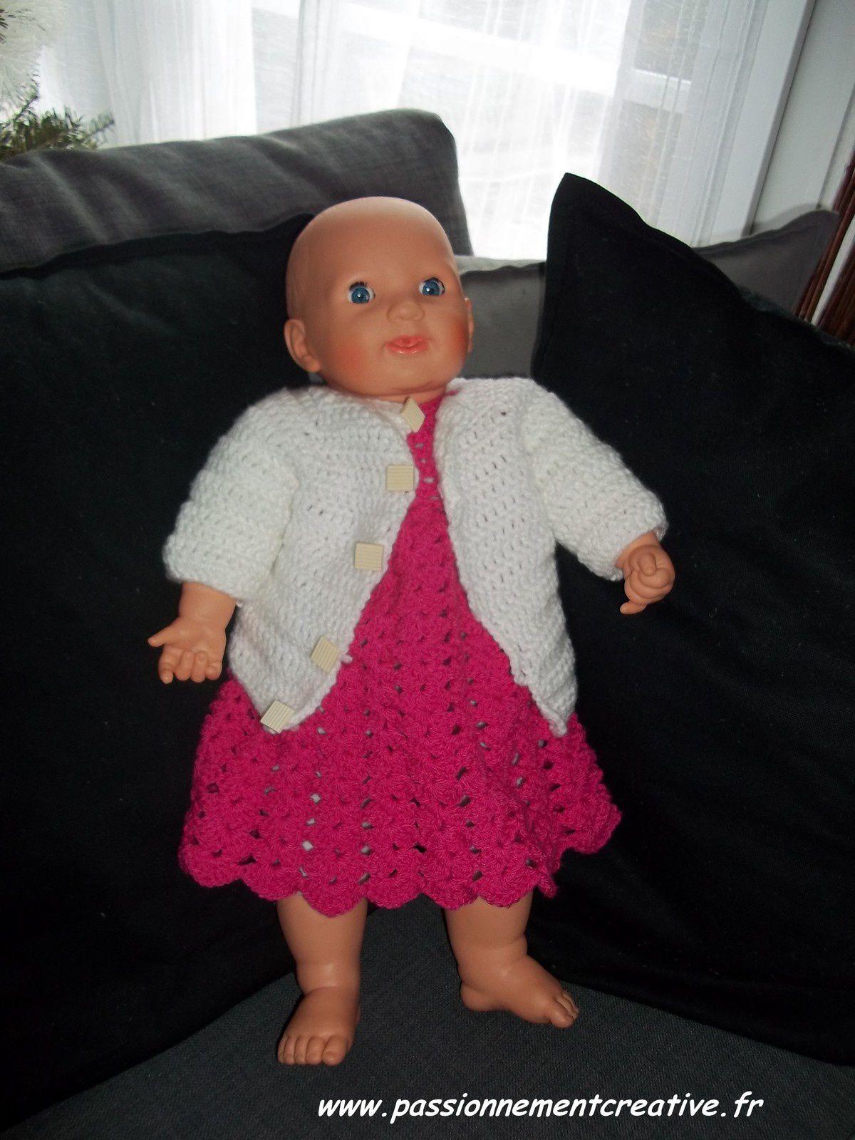 Nouvelle tenue de poupée au crochet