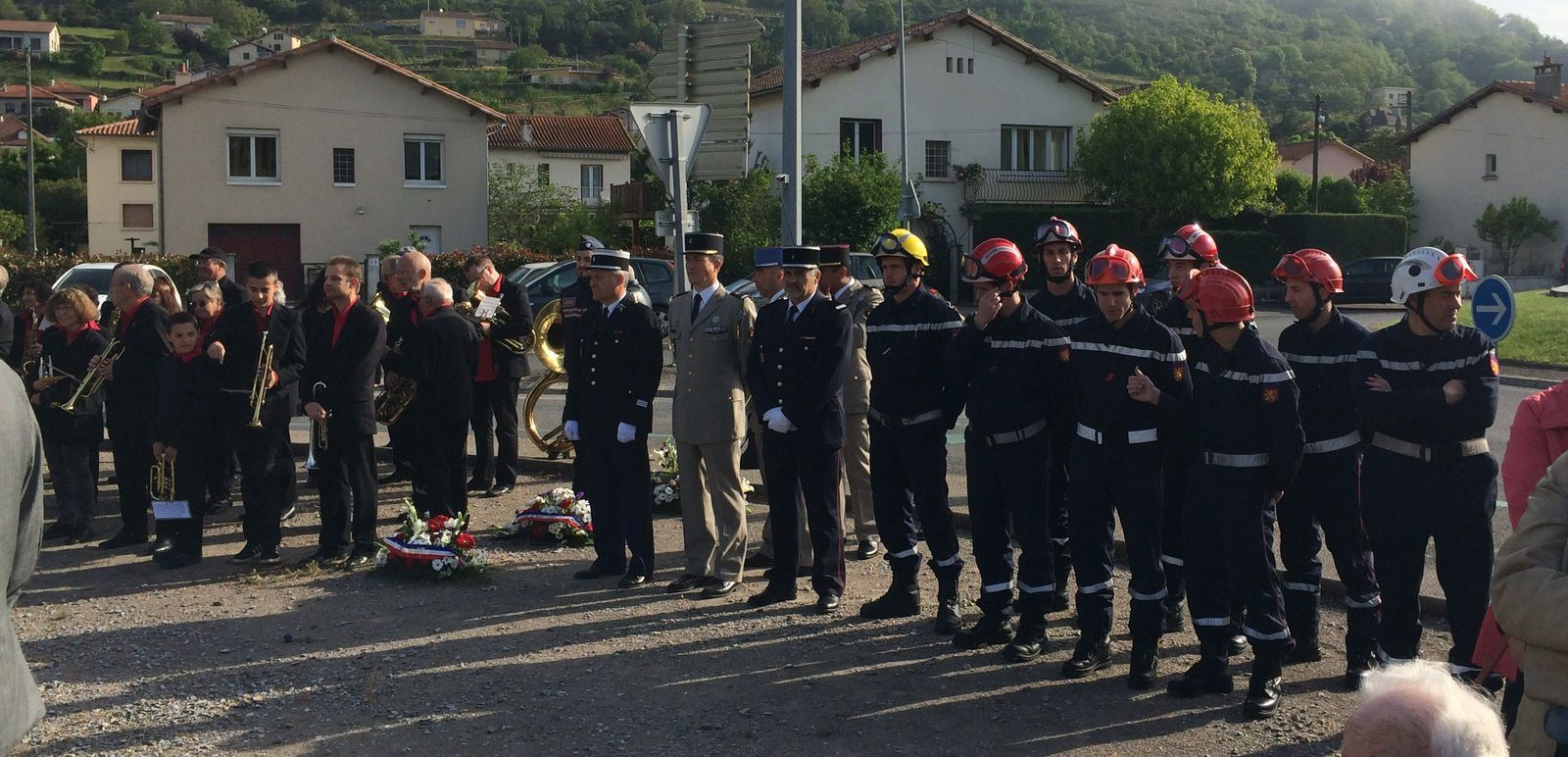 Jean-Marie Mourgues, Arnaud Durand, Clémentine Proenca, Chantal Cotté et Sébastien David, pour l'opposition municipale, étaient présents lors de la cérémonie au monument aux morts, aux côtés des autorités civiles et militaires.