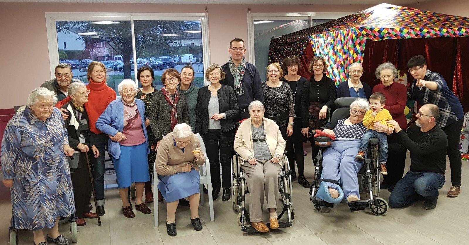Vernissage de l'exposition Culture et Lien Social à la Miséricorde, avec les résidents.