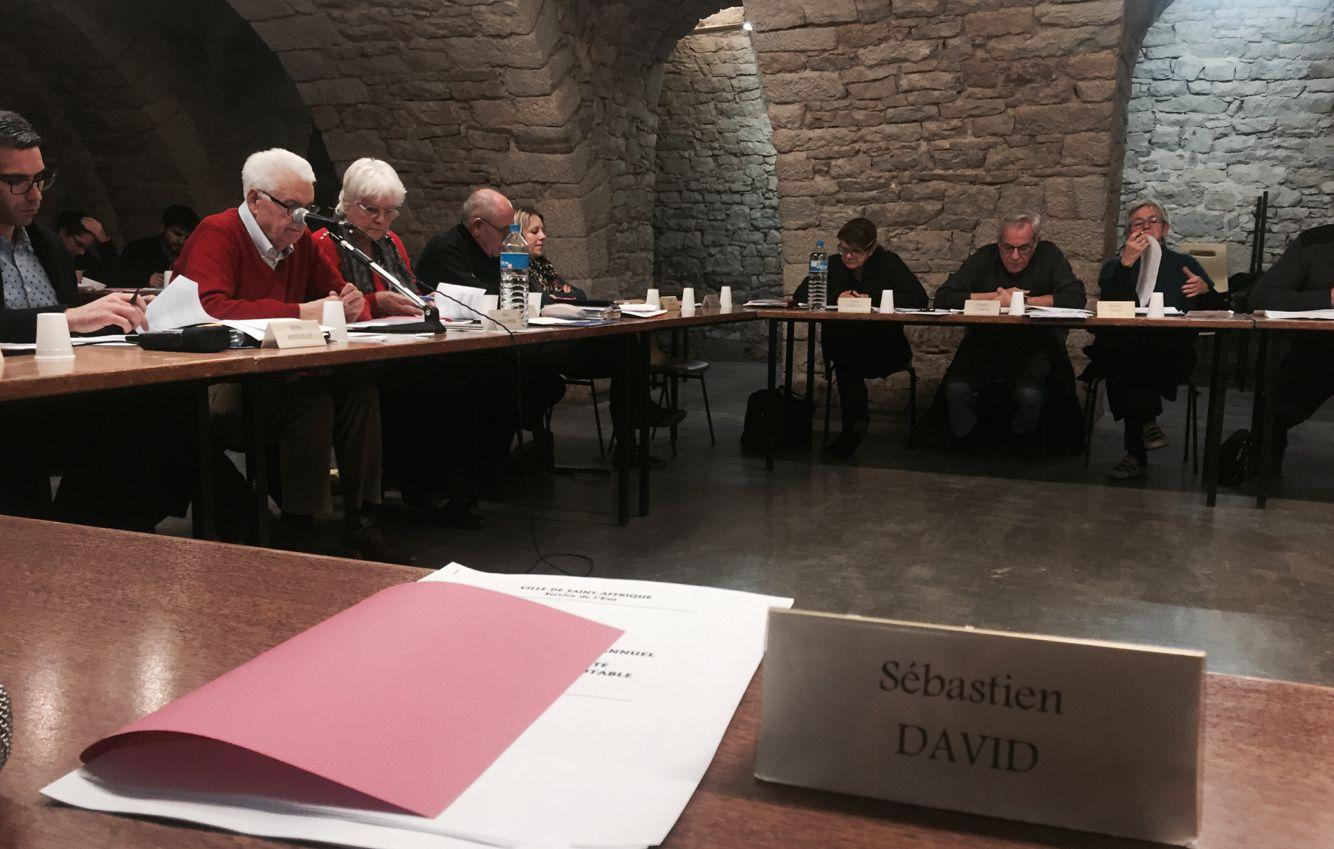 Les élus étaient réunis dans la salle du caveau : les élus d'opposition ont fait une série de propositions sur les travaux de la ville.