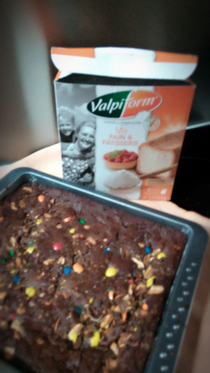 Mon brownies sans gluten au chocolat noir équitable au M&M'S .