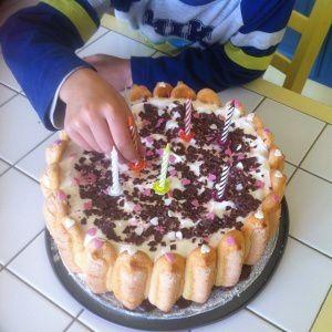 Les Délices de Clément : son premier gâteau sans gluten au chocolat / caramel beurre salé  en pâte à sucre .