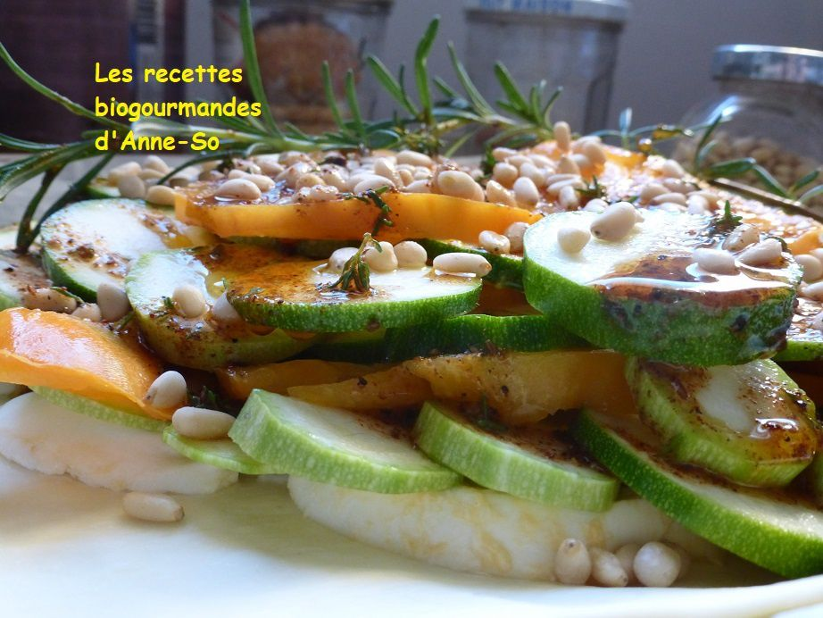 Tarte à la courgette, mozzarella, tomates et pignons de pin