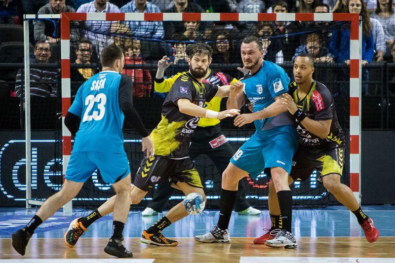 EHF CHAMBERY - BUCAREST sur des images de Laurent Théophile