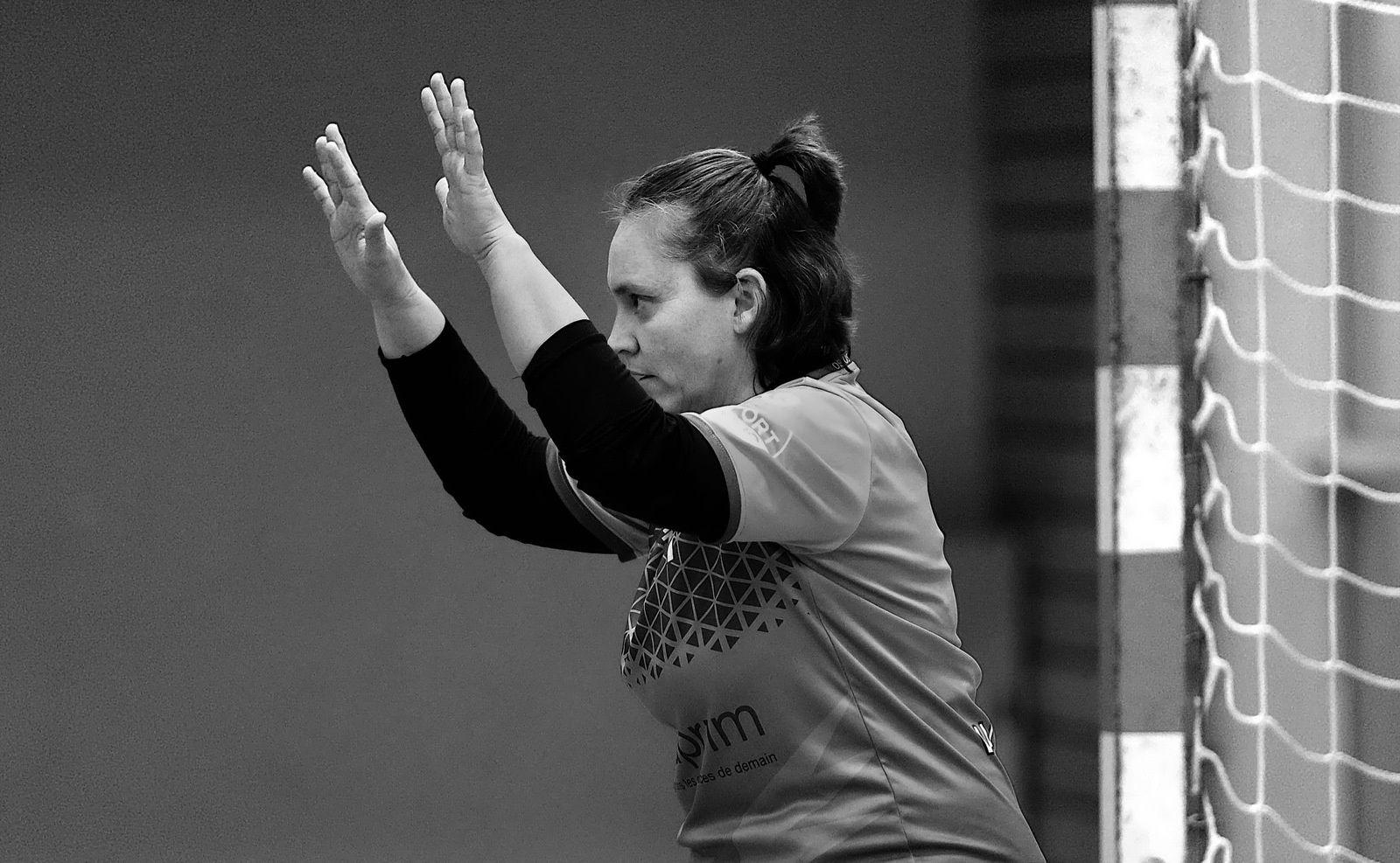 Gardienne du VAL DE LEYSSE, pour Sandrine BREVIER le handball c'est une deuxième famille, mieux la connaître