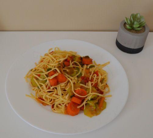 nouilles chinoises aus légumes et aux épices