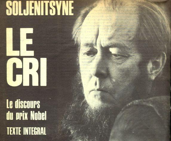 Alexandre Soljenitsyne, prix Nobel 1970, n'a pas la parole. Alors, il crie. « L'art vaincra toujours le mensonge et la violence. »