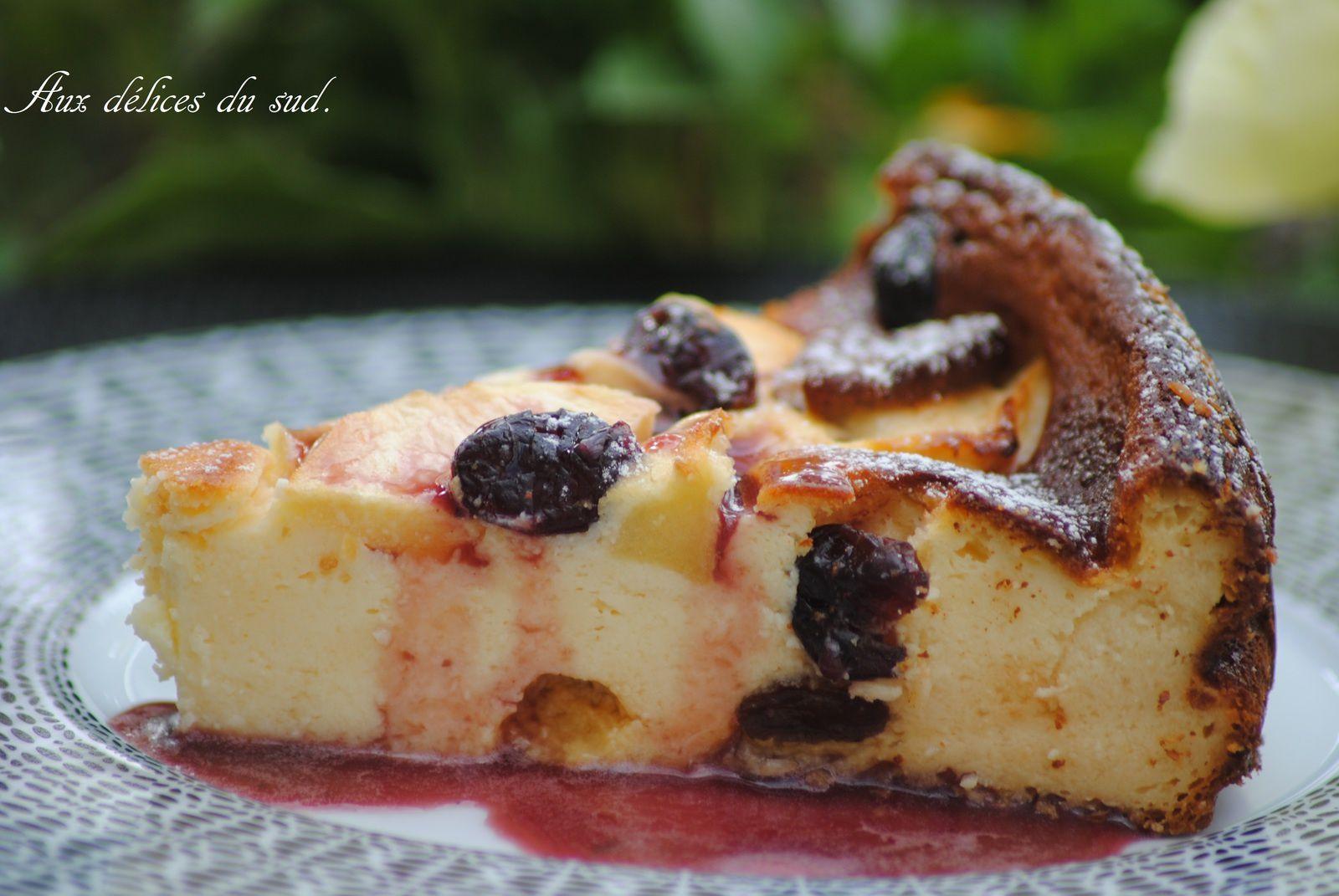 Gâteau au fromage blanc pomme, noix de pécan , cramberries et raisins secs .