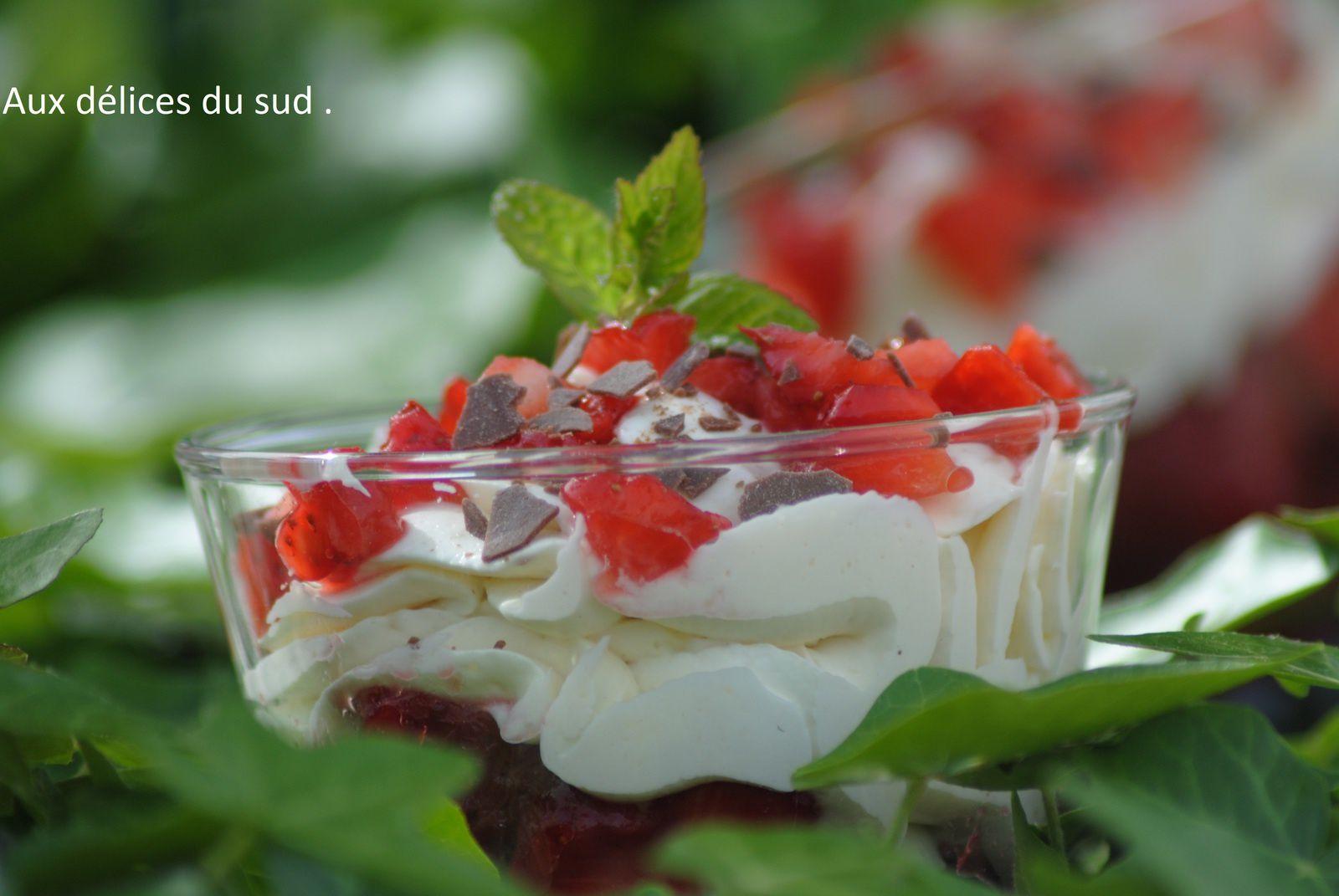 verrines de crème mousseline aux  fraises .