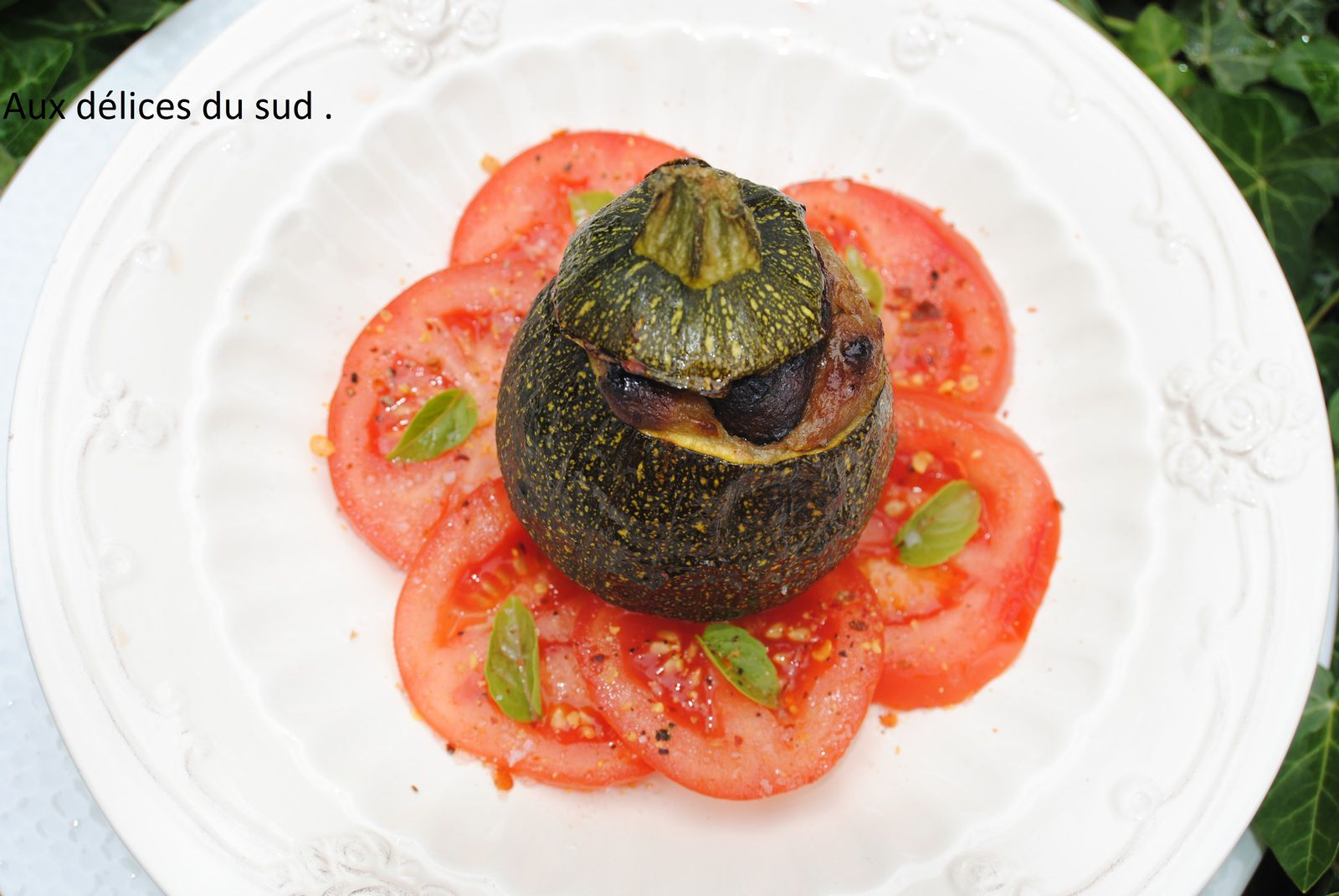 Courgettes farcies au caviar d'aubergines .