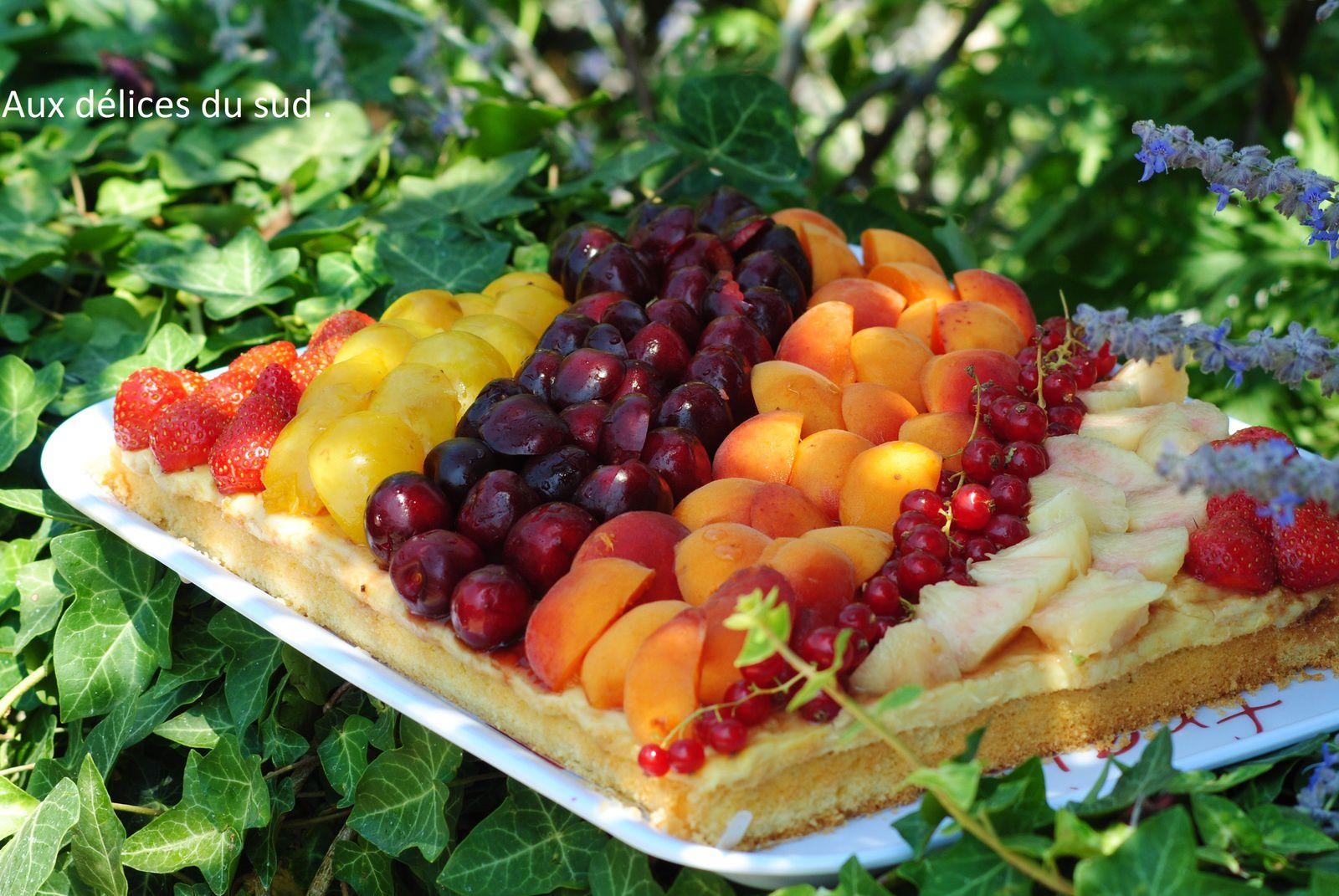 Tarte moelleuse aux fruits de saison .