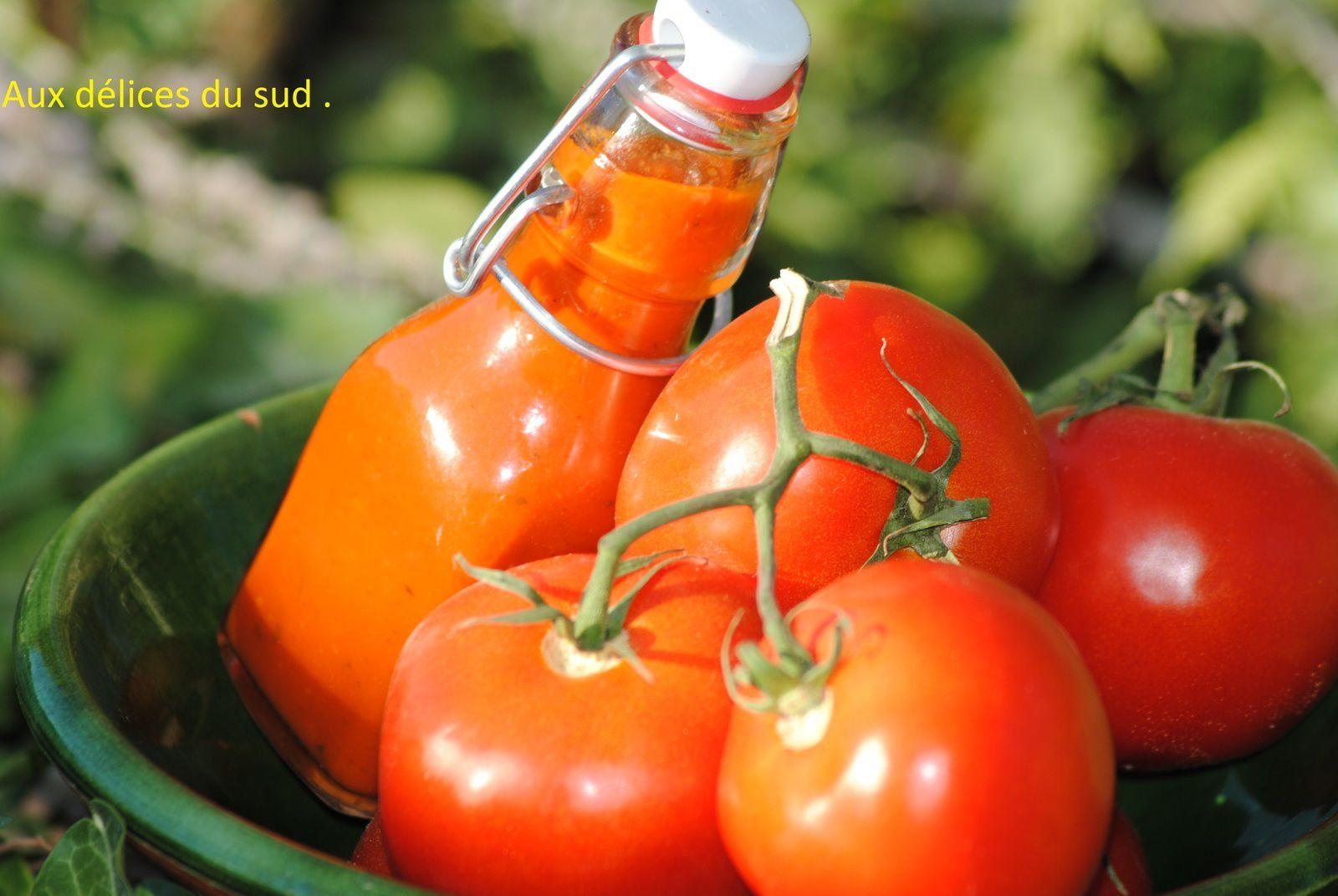Coulis de tomates en conserve  .